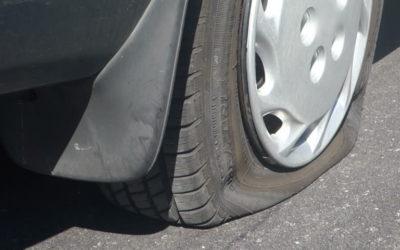Come cambiare la ruota dell'auto in caso di foratura